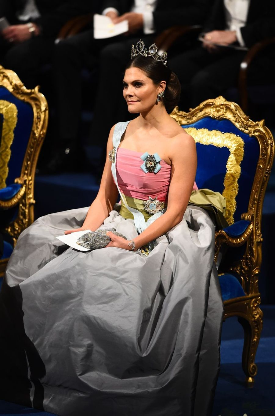 La princesse Victoria de Suède, dans une robe déjà portée par sa mère, pour les Nobel le 10 décembre 2018