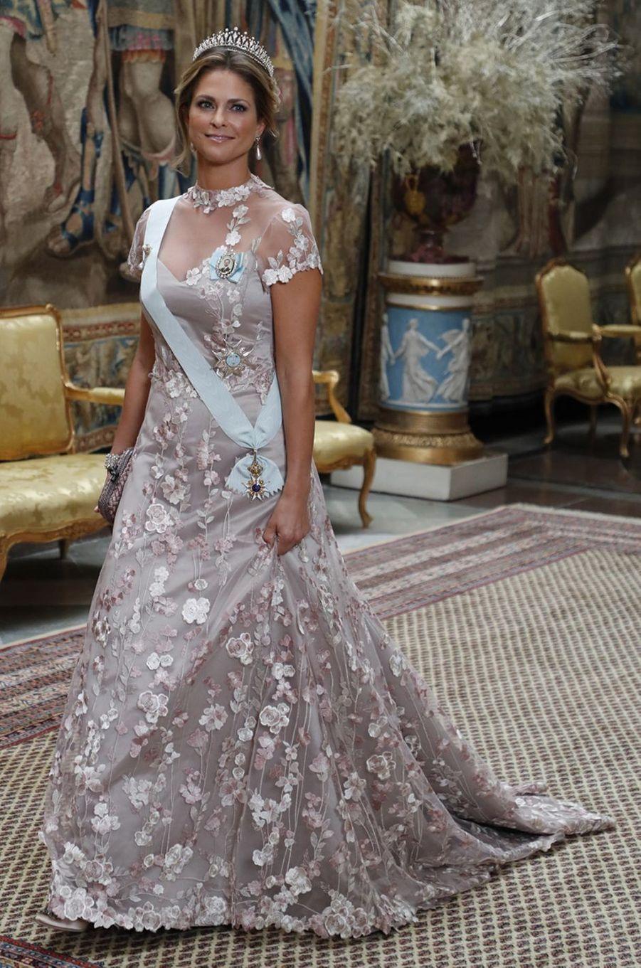 La princesse Madeleine de Suède dans une robe de Ida Sjösdtedt, à Stockholm le 10 décembre 2019