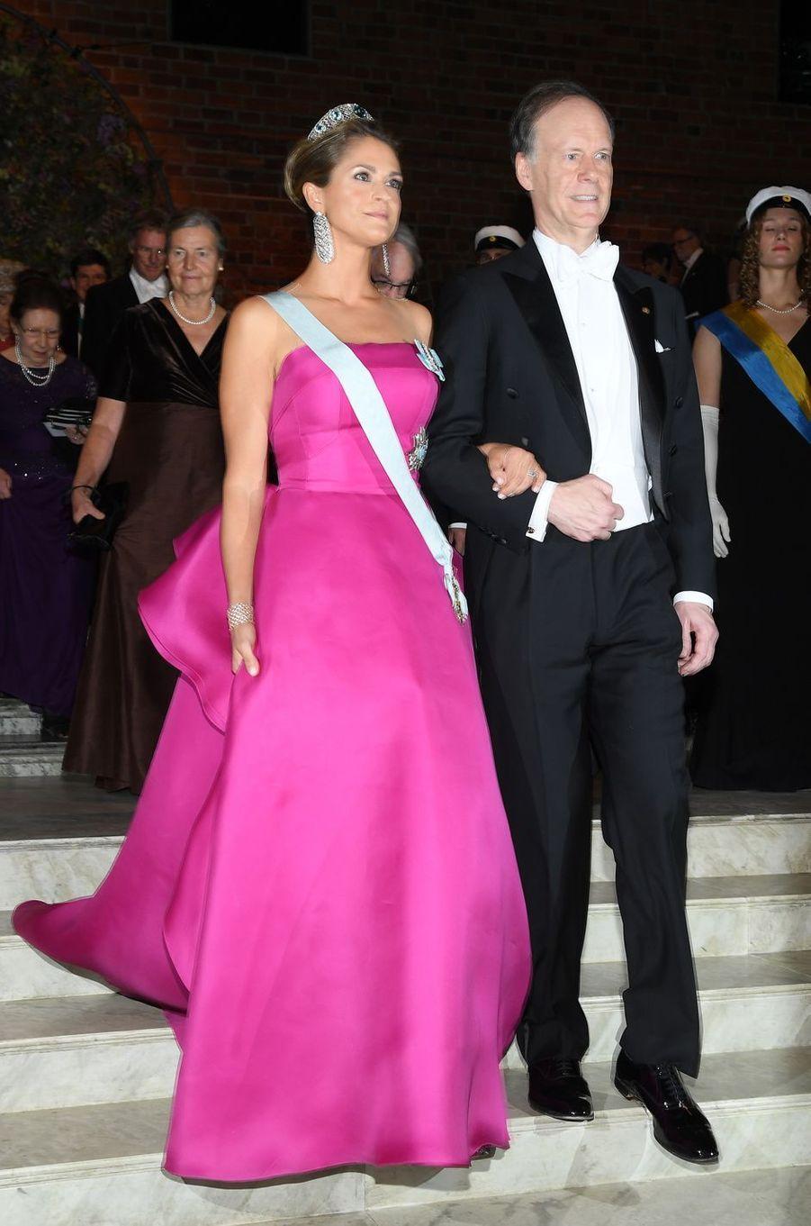 La princesse Madeleine de Suède dans une robe de Angel Sanchez, à Stockholm le 10 décembre 2019