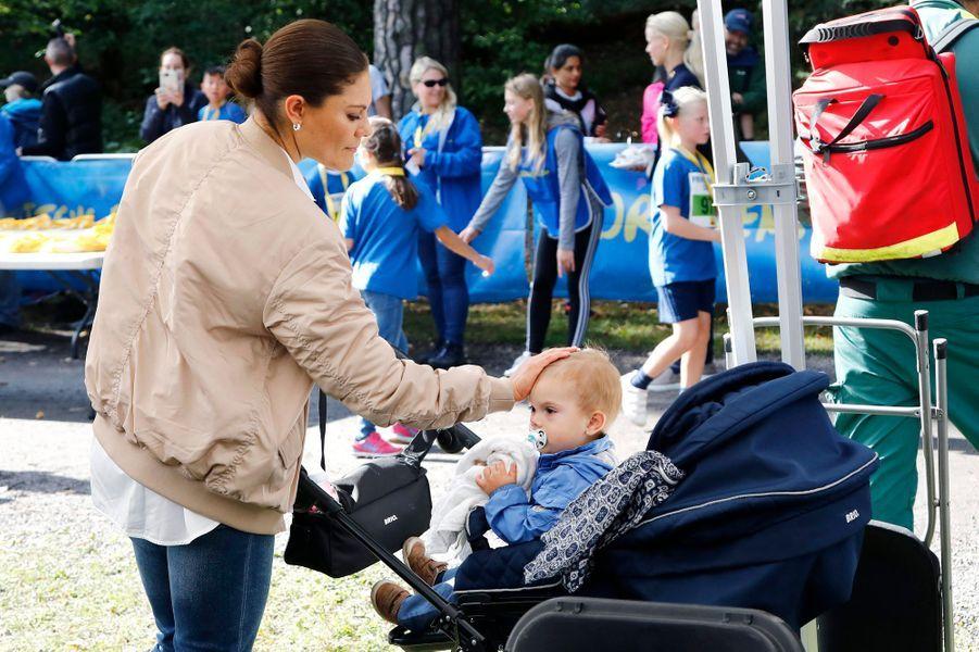 La princesse Victoria de Suède avec le prince Oscar à Solna, le 10 septembre 2017