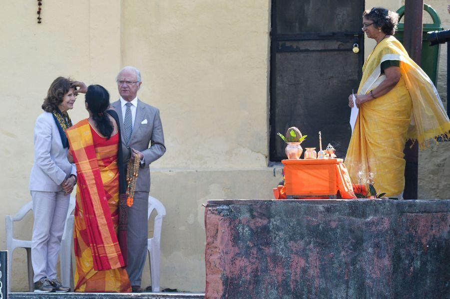 La reine Silvia et le roi Carl XVI Gustaf de Suède à Rishikesh, le 5 décembre 2019