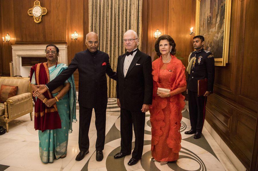 La reine Silvia et le roi Carl XVI Gustaf de Suède avec le couple présidentiel indien à New Delhi, le 2 décembre 2019