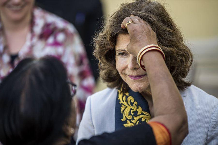 La reine Silvia de Suède à Rishikesh, le 5 décembre 2019