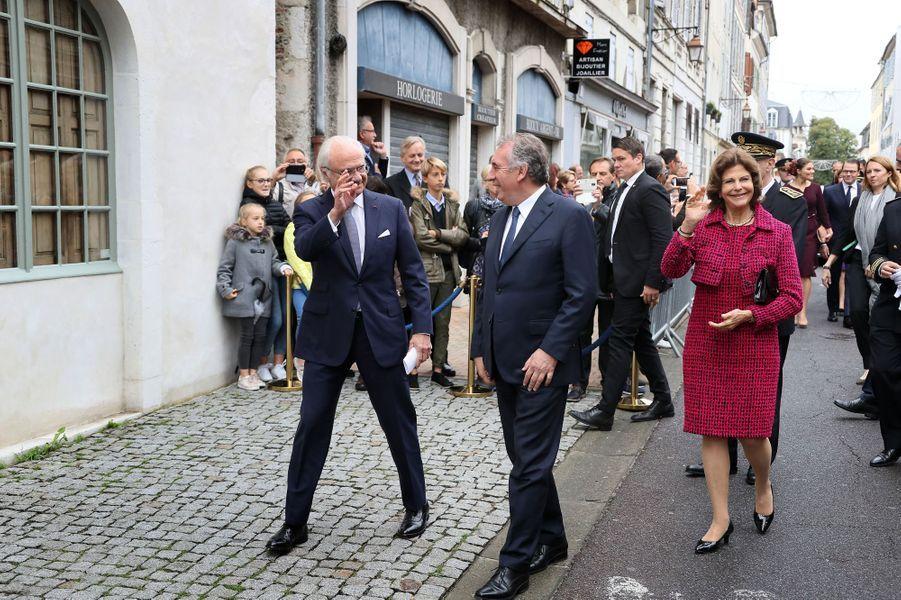 Le roi Carl XVI Gustaf de Suède et la reine Silvia avec François Bayrou à Pau, le 8 octobre 2018