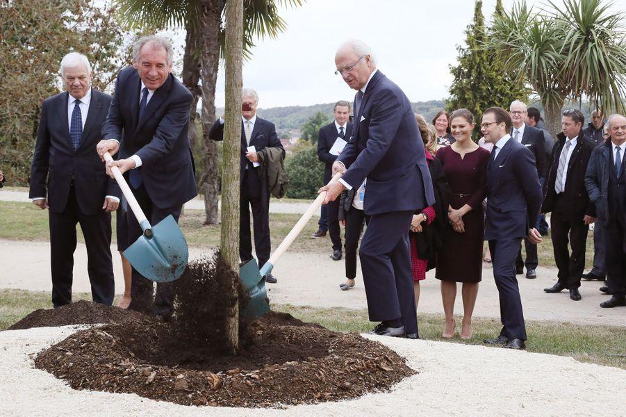 Le roi Carl XVI Gustaf de Suède avec François Bayrou à Pau, le 8 octobre 2018