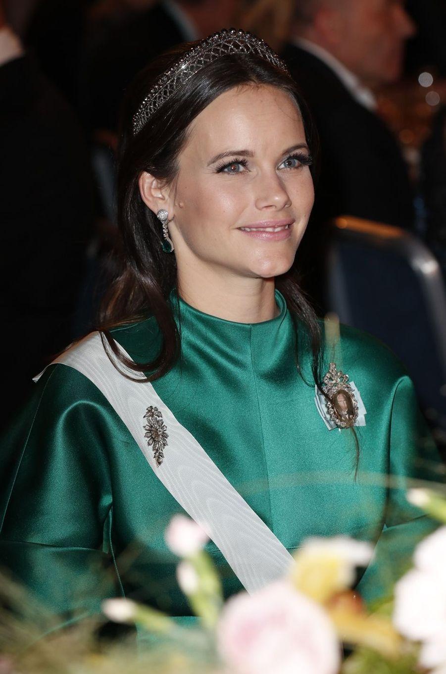 La princesse Sofia de Suède porte un diadème style art déco en acier poli à Stockholm, le 10 décembre 2016