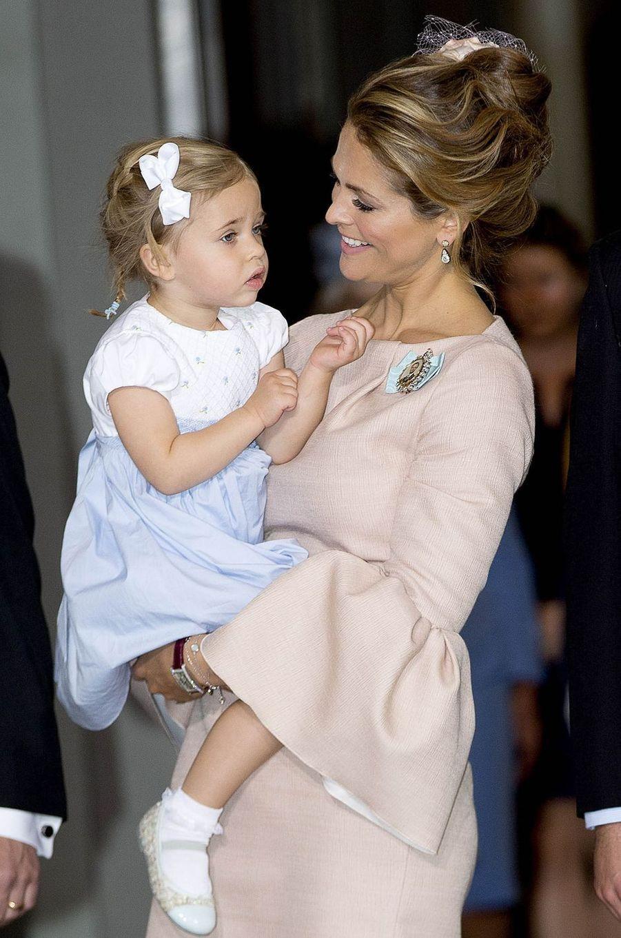 La princesse Madeleine de Suède en Roksanda avec la princesse Leonore à Stockholm, le 27 mai 2016