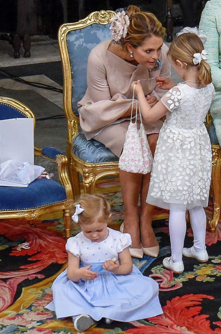 Les petites princesses Estelle et Leonore de Suède à Stockholm, le 27 mai 2016