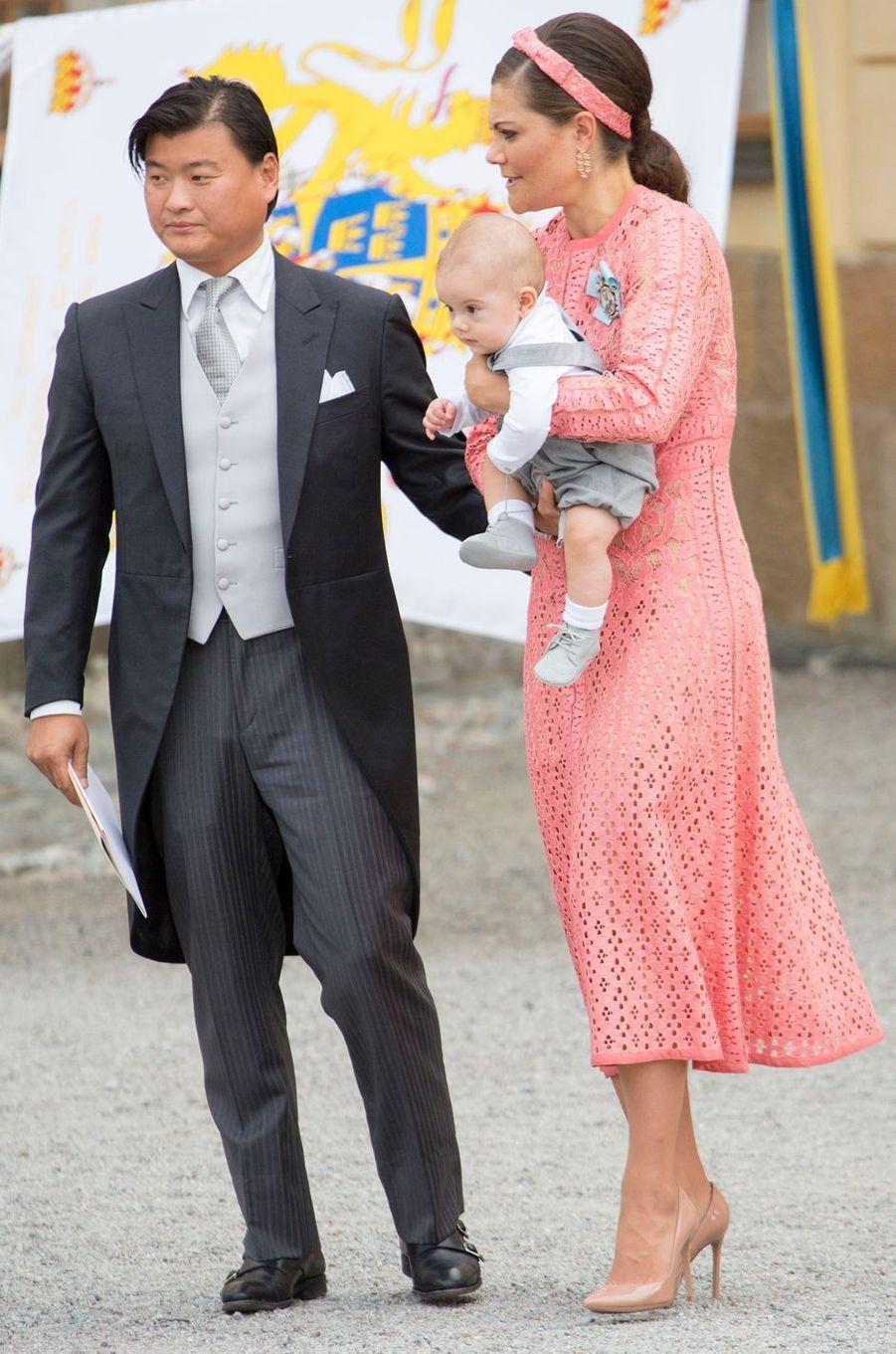 La princesse Victoria de Suède avec son fils le prince Oscar à Stockholm, le 9 septembre 2016