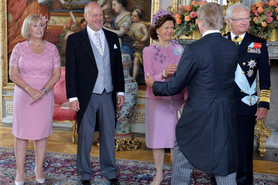 La reine Silvia de Suède avec le roi Carl XVI Gustaf et les parents de la princesse Sofia à Stockholm, le 9 septembre 2016