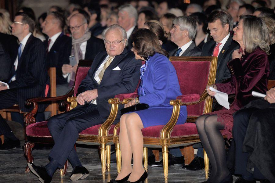 La reine Silvia et le roi Carl XVI Gustaf de Suède à Notre-Dame de Paris, le 6 décembre 2016