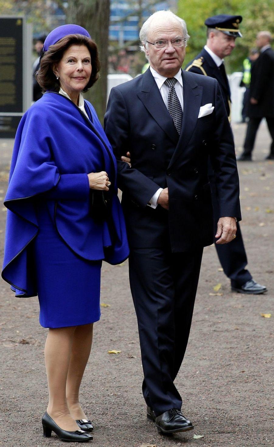 La reine Silvia et le roi Carl XVI Gustaf de Suède arrivent au palais royal de Lund, le 31 octobre 2016