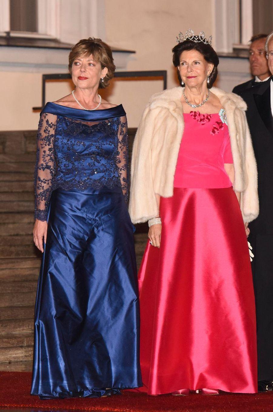 La reine Silvia de Suède avec Daniela Schadt au château de Bellevue à Berlin, le 5 octobre 2016