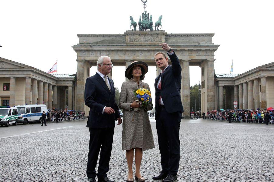 La reine Silvia et le roi Carl XVI Gustaf de Suède avec le mairie de Berlin à Berlin, le 5 octobre 2016