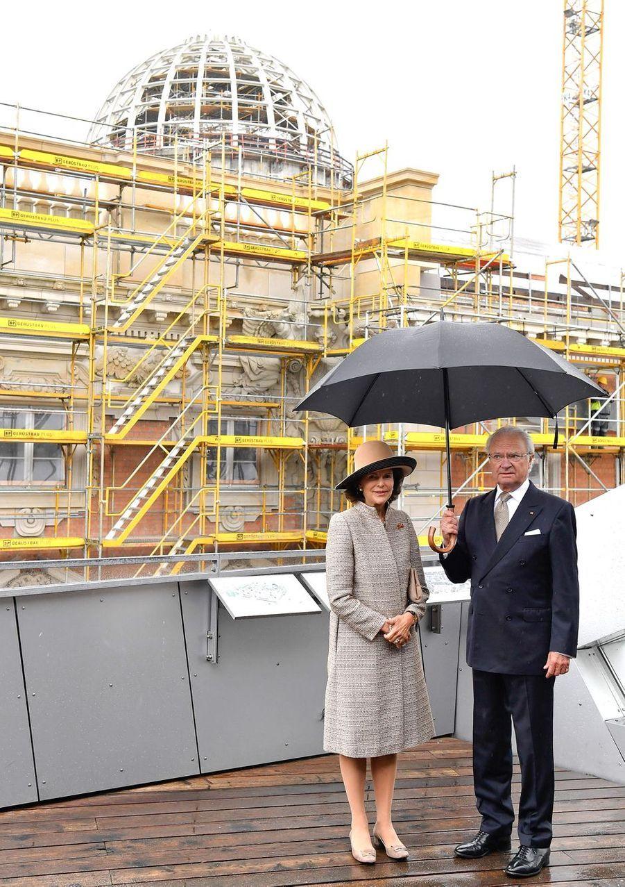 La reine Silvia et le roi Carl XVI Gustaf de Suède au Humboldt Forum à Berlin, le 5 octobre 2016