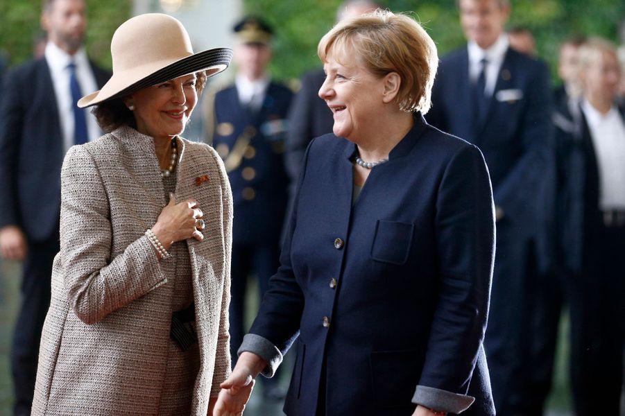 La reine Silvia de Suède avec la chancelière allemande Angela Merkel à Berlin, le 5 octobre 2016