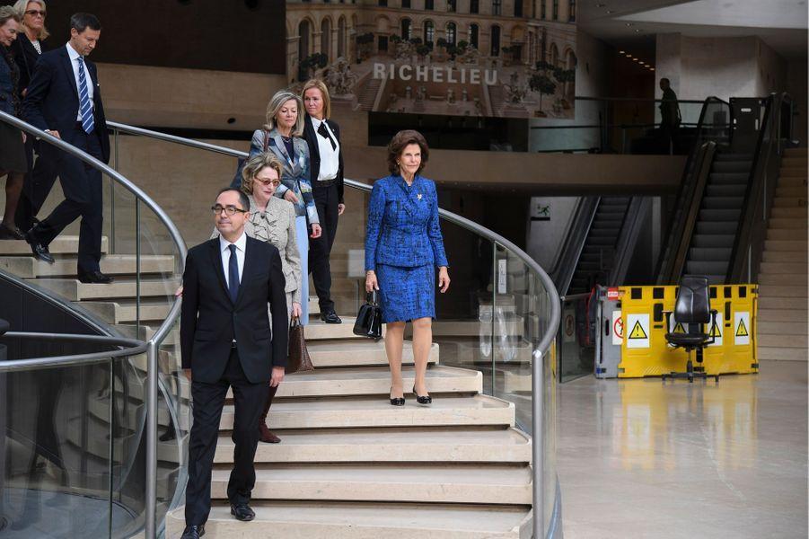 La reine Silvia de Suède au Musée du Louvre à Paris, le 18 octobre 2016