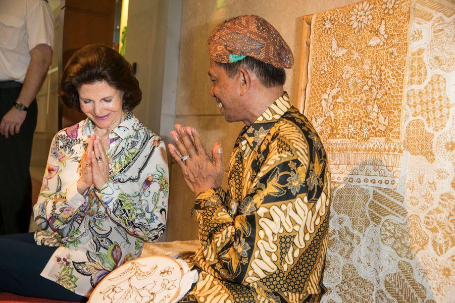 La reine Silvia de Suède à Jakarta, le 21 mai 2017