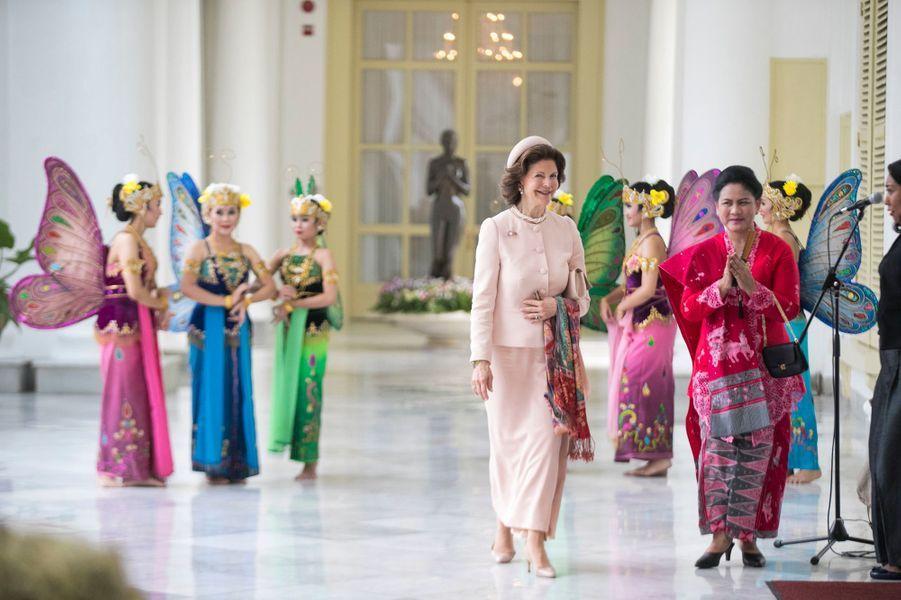La reine Silvia de Suède à Jakarta, le 22 mai 2017