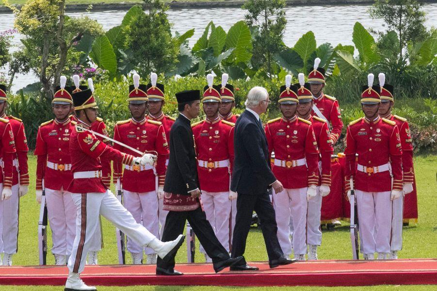 Le roi Carl XVI Gustaf de Suède avec le président indonésien à Jakarta, le 22 mai 2017