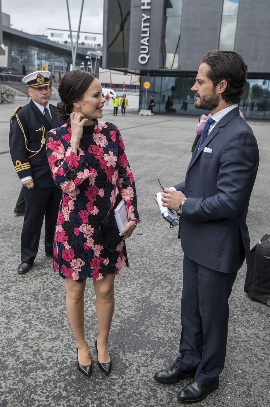 La princesse Sofia, née Hellqvist, et le prince Carl Philip de Suède à Solna, le 7 mai 2017
