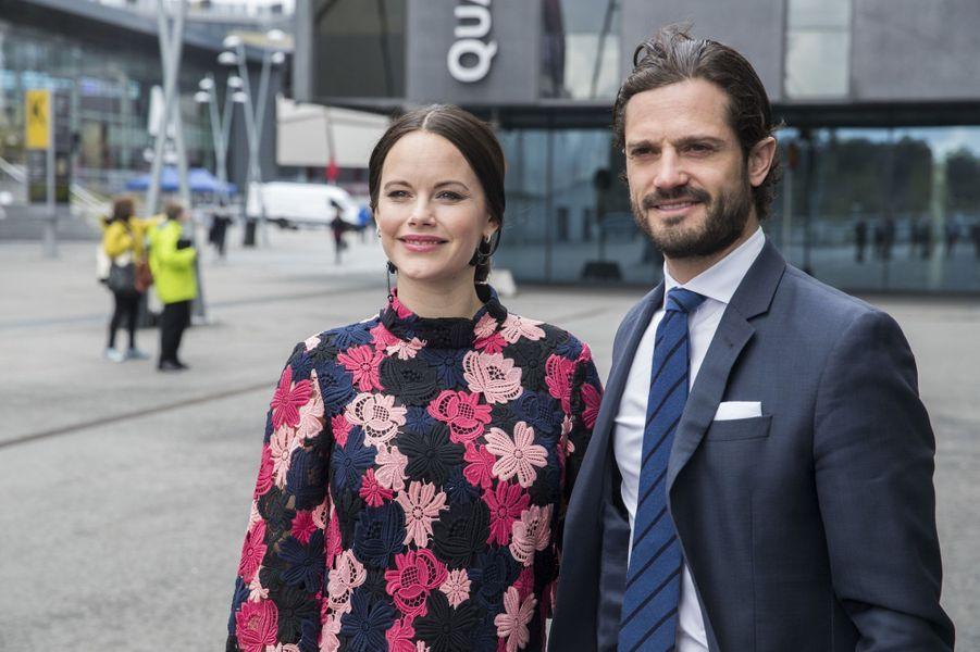 La princesse Sofia, enceinte, et le prince Carl Philip de Suède à Solna, le 7mai 2017