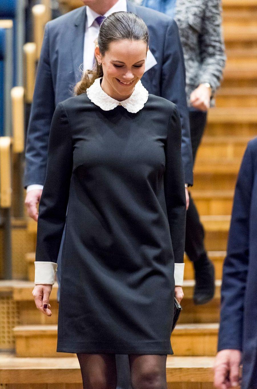 La princesse Sofia de Suède, née Hellqvist, dans une robe Red Valentino à Solna, le 6 décembre 2016
