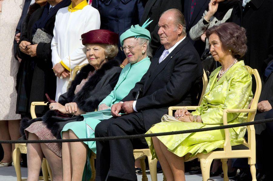 L'ex-reine Beatrix des Pays-Bas, la reine Margrethe II de Danemark, l'ex-reine Sofia et l'ex-roi Juan Carlos d'Espagne à Stockholm, le 30 avril 2016