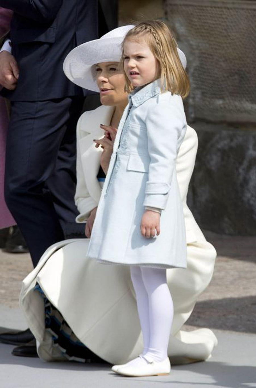 La princesse Victoria de Suède avec sa fille la princesse Estelle à Stockholm, le 30 avril 2016