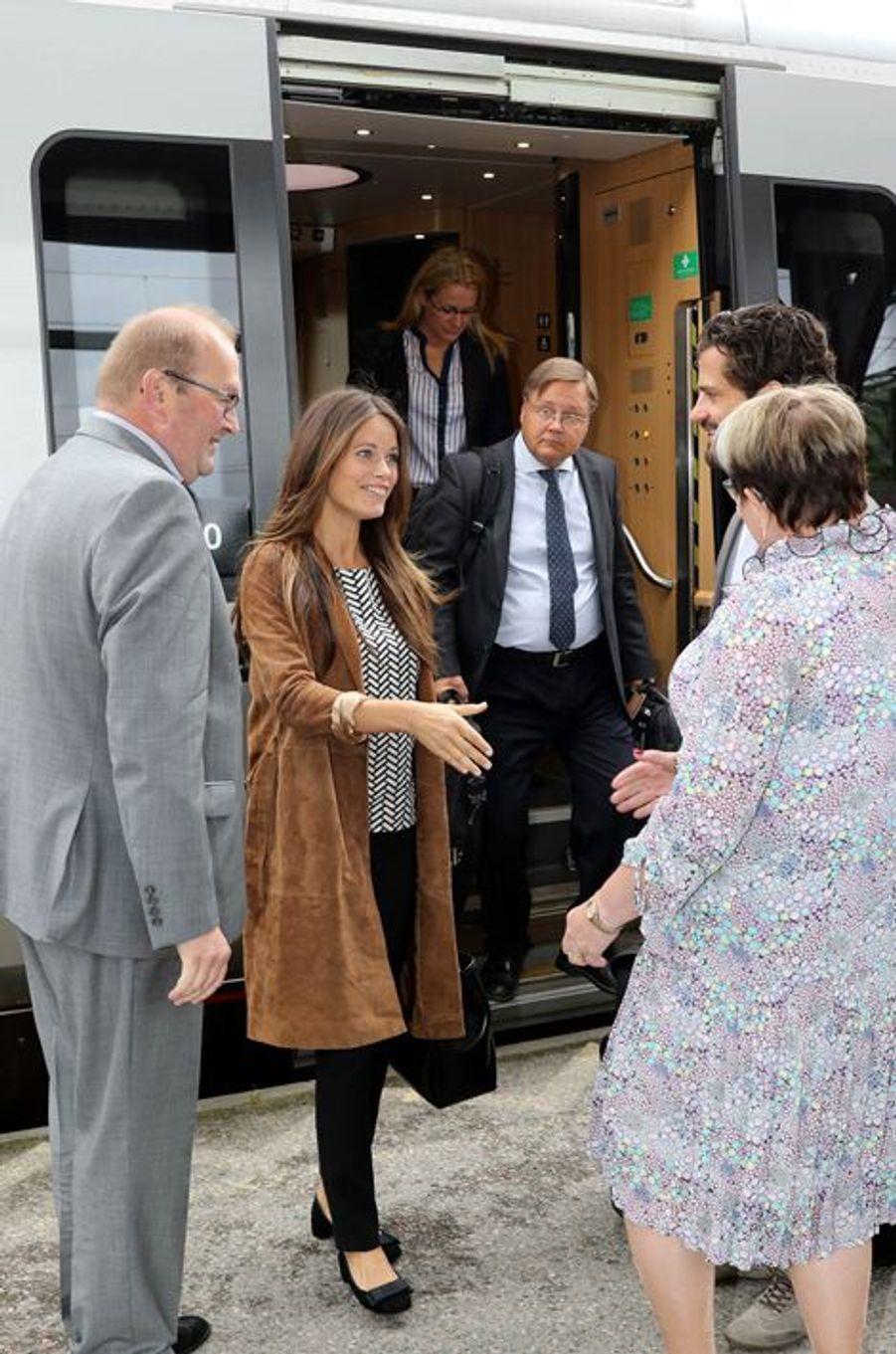 La princesse Sofia et le prince Carl Philip de Suède à leur arrivée dans le Värmland, le 26 août 2015