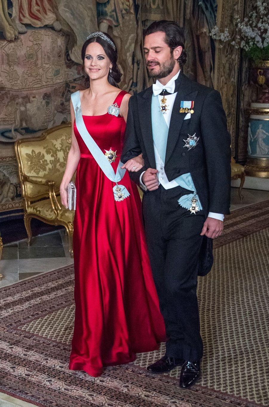 La princesse Sofia, enceinte de son deuxième enfant, et le prince Carl Philip de Suède au Palais royal à Stockholm, le 23 mars 2017