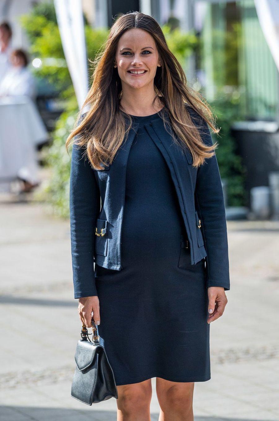 La princesse Sofia de Suède, née Hellqvist, très enceinte à Bastad, le 2 août 2017