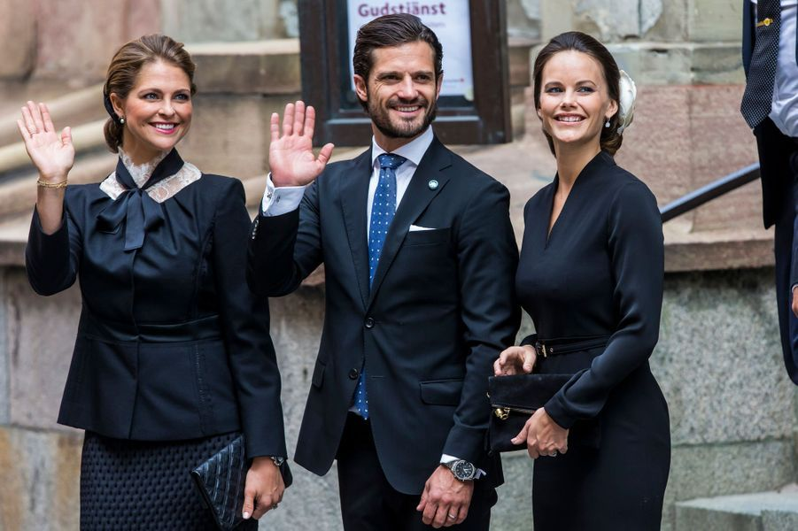 Les princesses Madeleine et Sofia encadrent le prince Carl Philip de Suède à Stockholm, le 13 septembre 2016