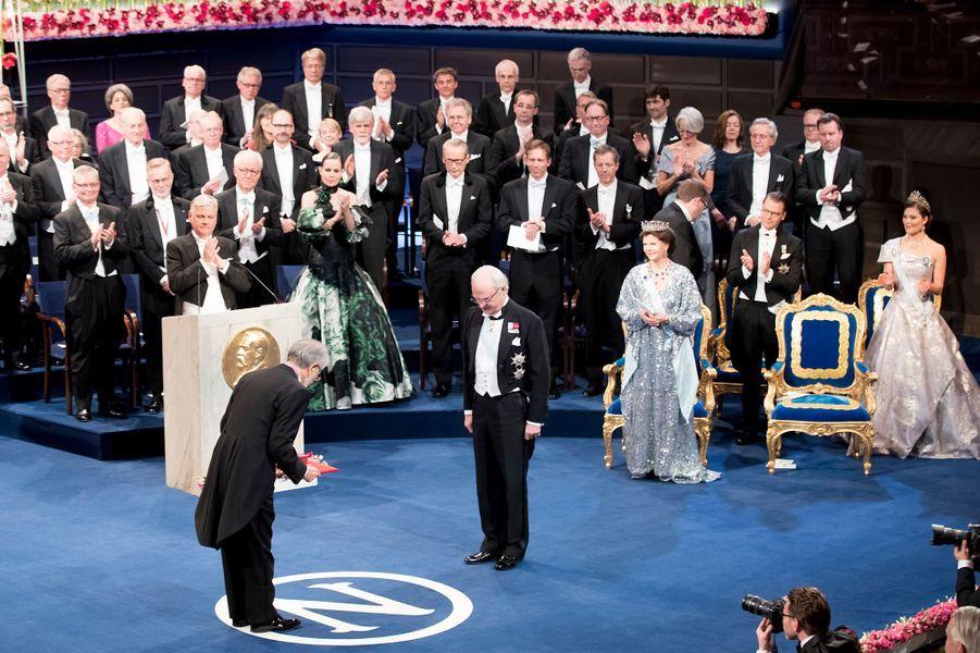 La reine Silvia et le roi Carl XVI Gustaf de Suède avec la princesse Victoria à la cérémonie de remise des prix Nobel à Stockholm, le 10 décembre 2016