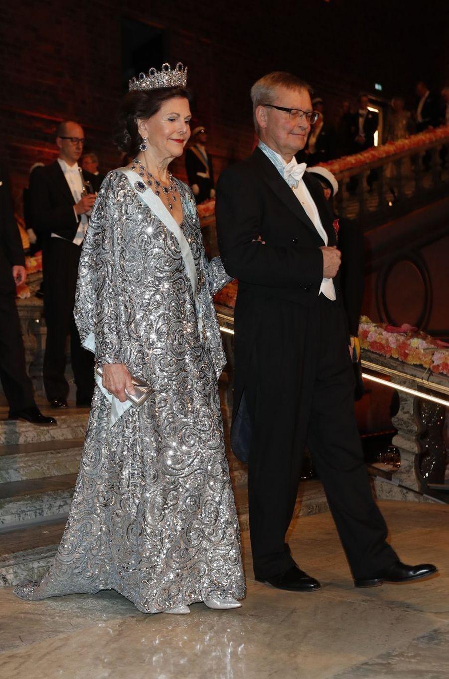 La reine Sivia de Suède au banquet des Nobel à Stockholm, le 10 décembre 2016