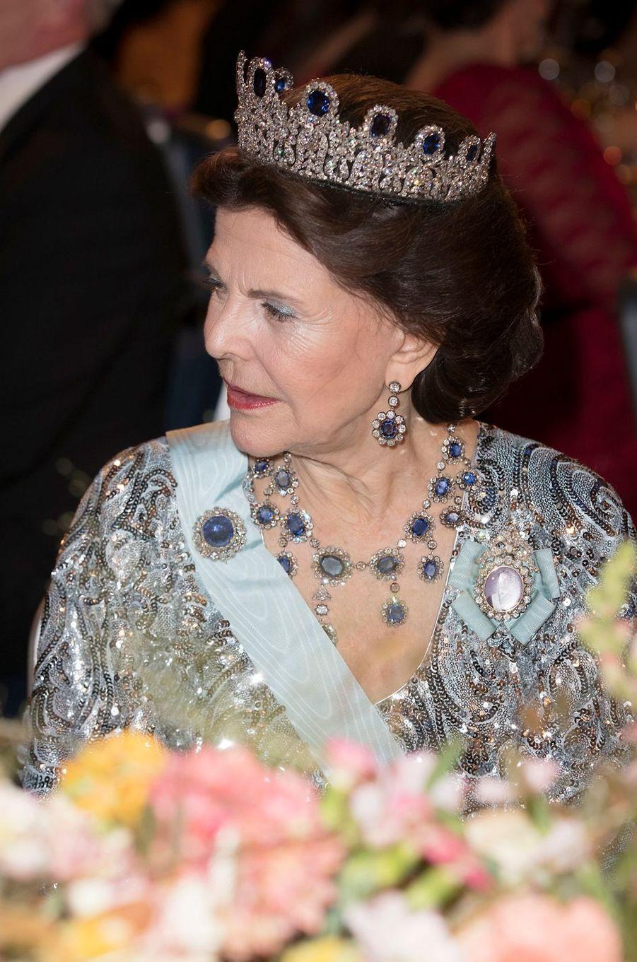 La reine Silvia de Suède au banquet des Nobel à Stockholm, le 10 décembre 2016