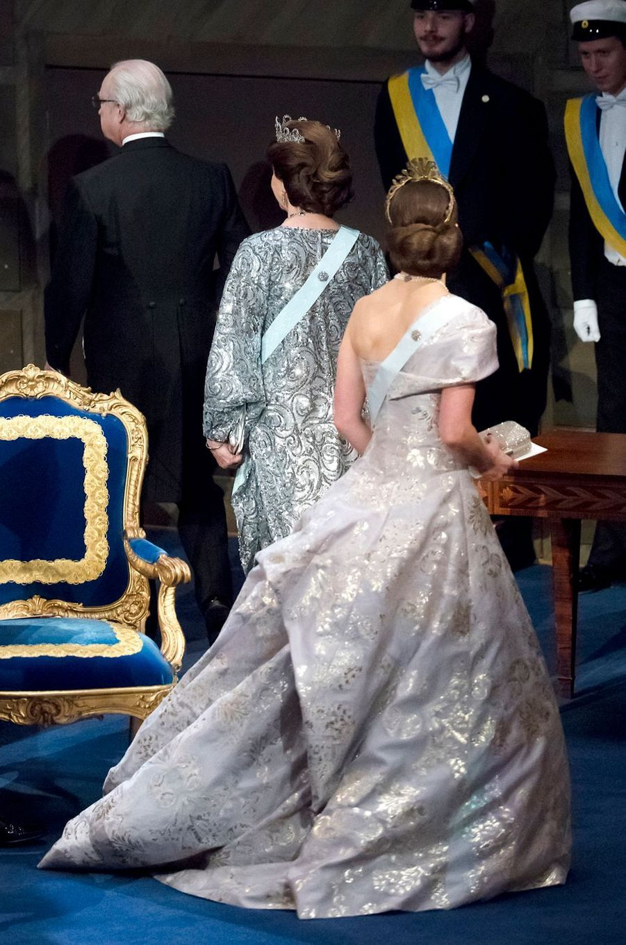 La princesse Victoria et la reine Silvia de Suède à la cérémonie de remise des prix Nobel à Stockholm, le 10 décembre 2016