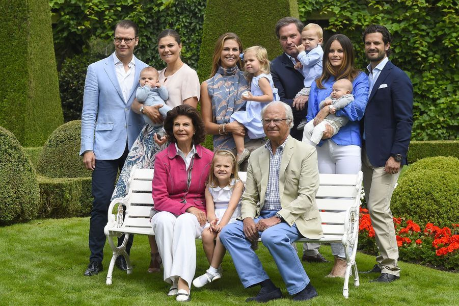 L'heureuse famille royale de Suède réunie au complet pour la photo d'été à Solliden