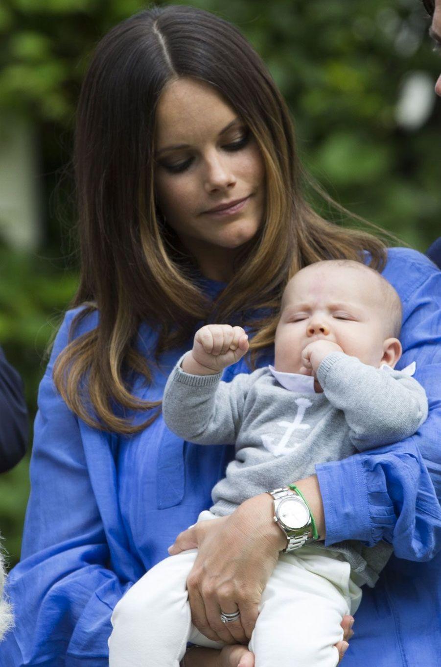 Tendresse entre la princesse Sofia et son petit Alexander né il y a quelques mois