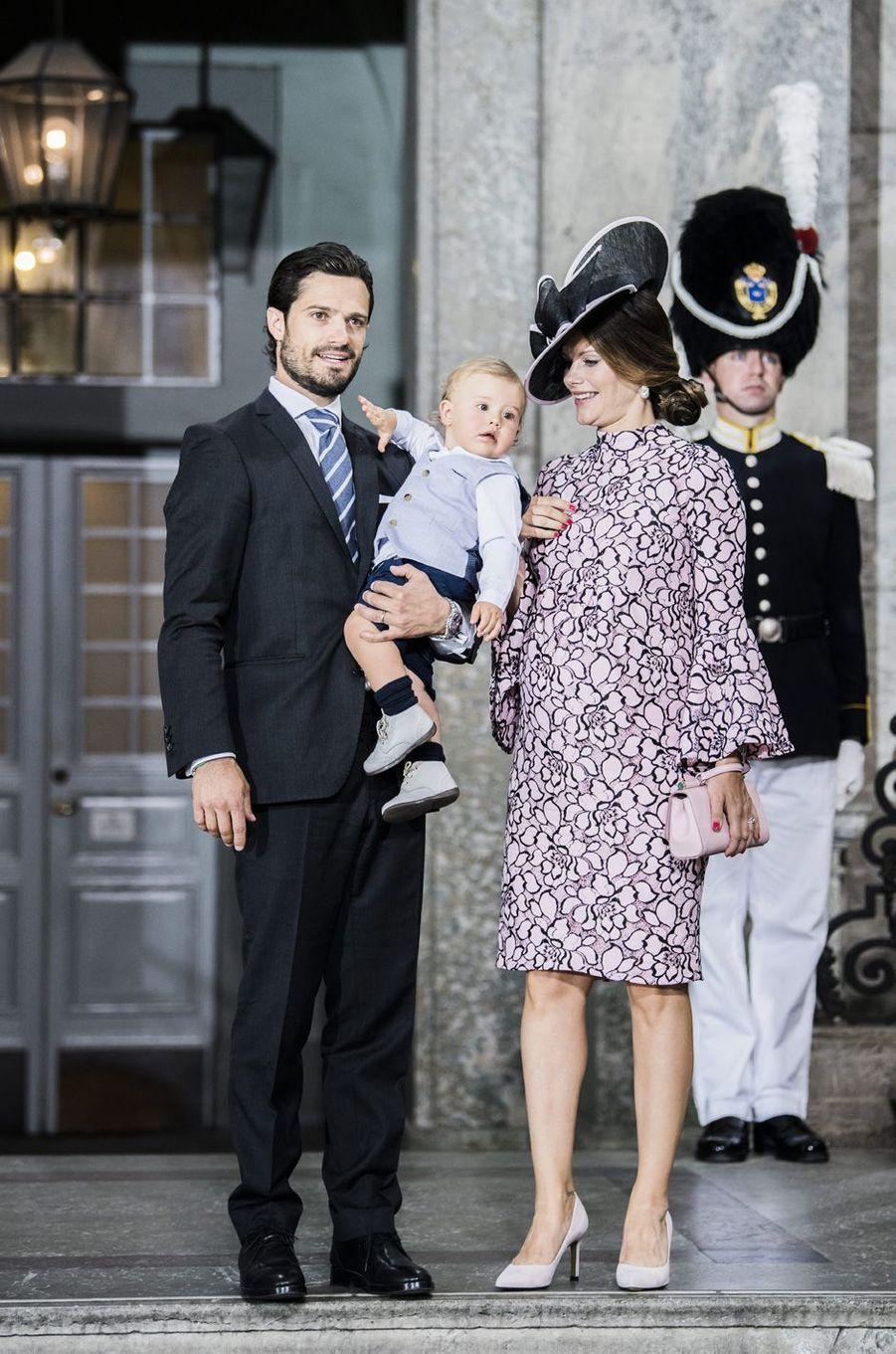 Le prince Carl Philip, la princesse Sofia et leur fils Alexander aux 40 ans de la princesse Victoria, le 14 juillet 2017.