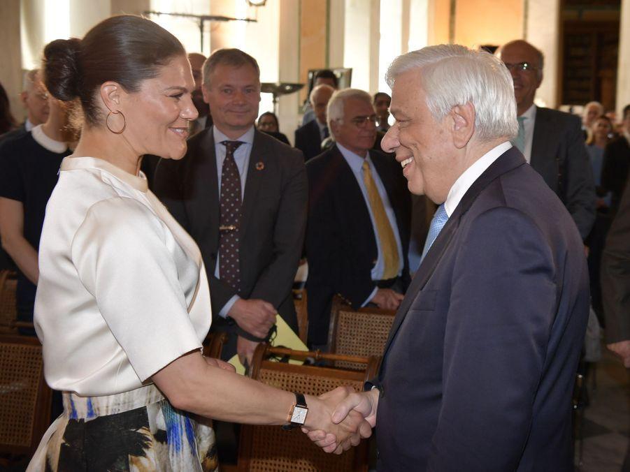 La princesse Victoria de Suède avec le président grec Prokopis Pavlopoulos à Athènes, le 2 mai 2019