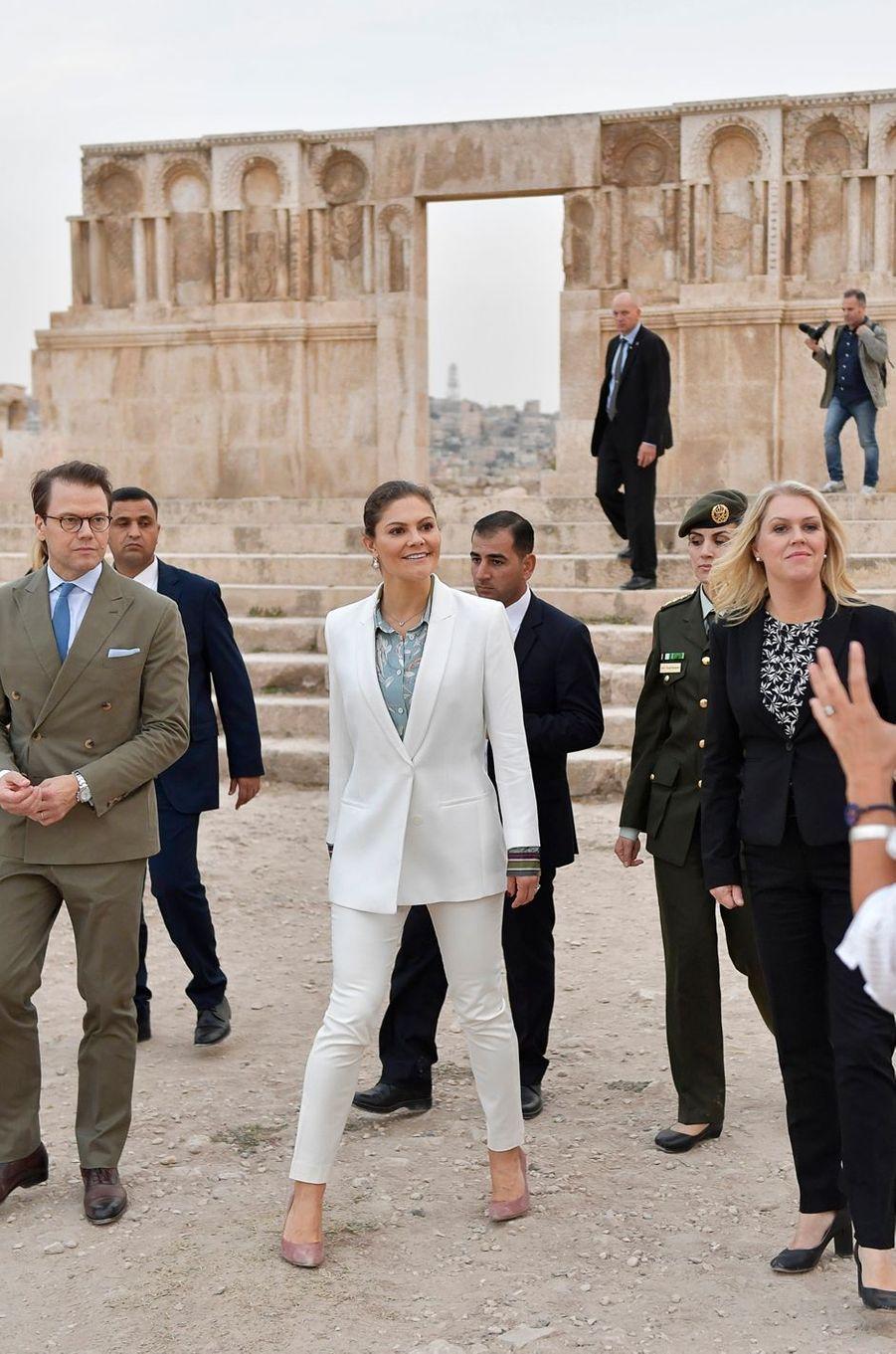 La princesse Victoria de Suède et le prince Daniel sur le site de la Citadelle d'Amman en Jordanie, le 15 octobre 2018