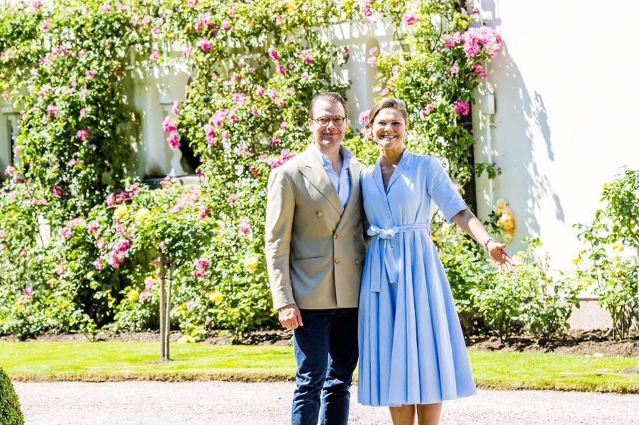 Victoria de Suède et son mari Daniel sur l'île d'Öland, le 15 juillet 2017.