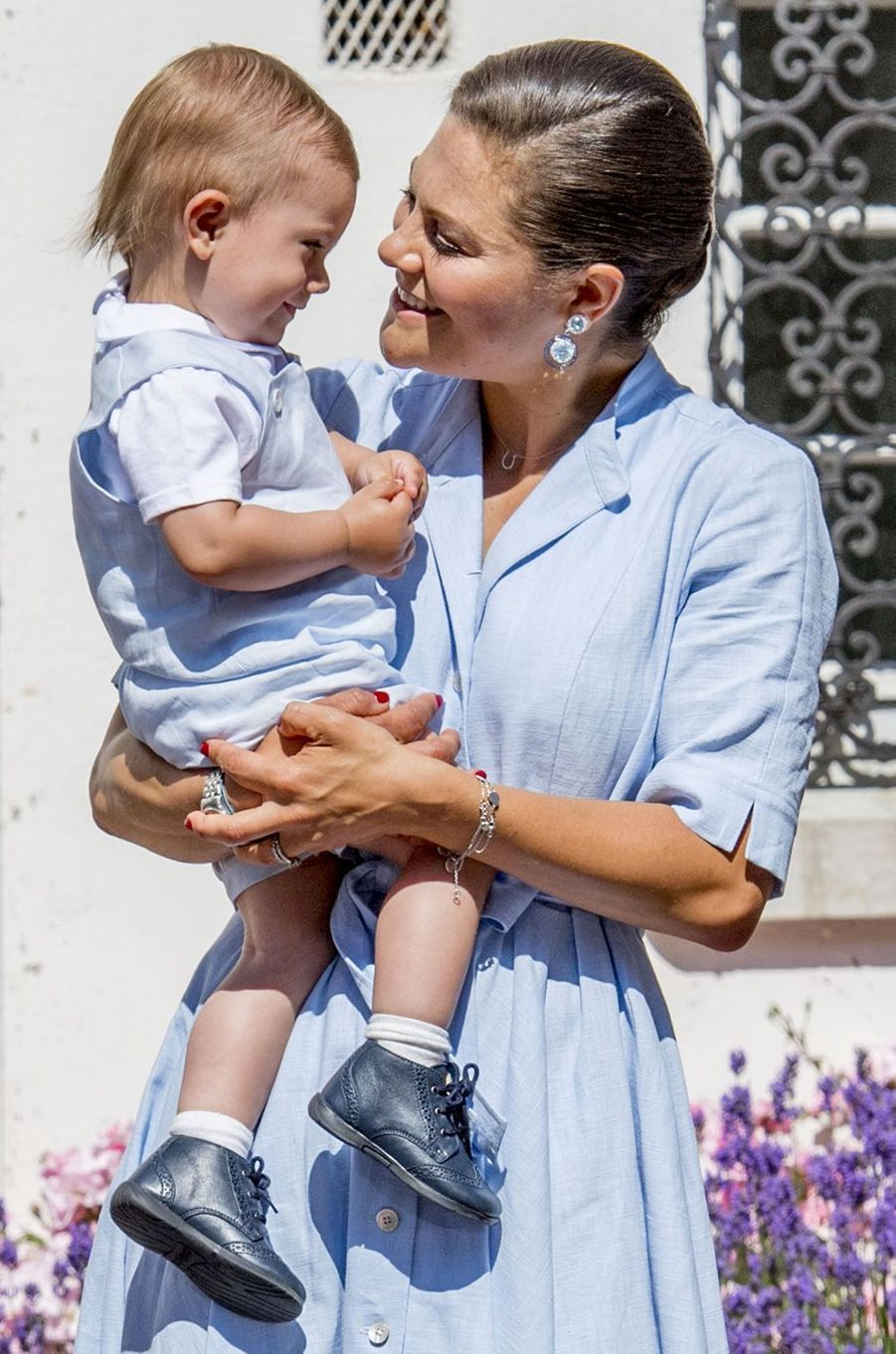 Victoria de Suède et le prince Oscar sur l'île d'Öland, le 15 juillet 2017.