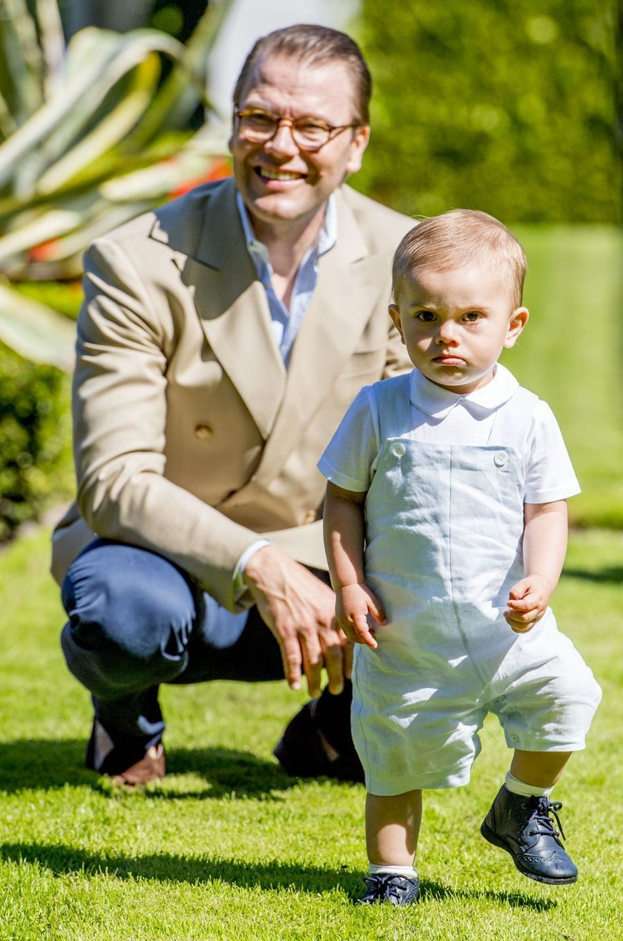 Le prince Daniel et Oscar de Suède sur l'île d'Öland, le 15 juillet 2017.