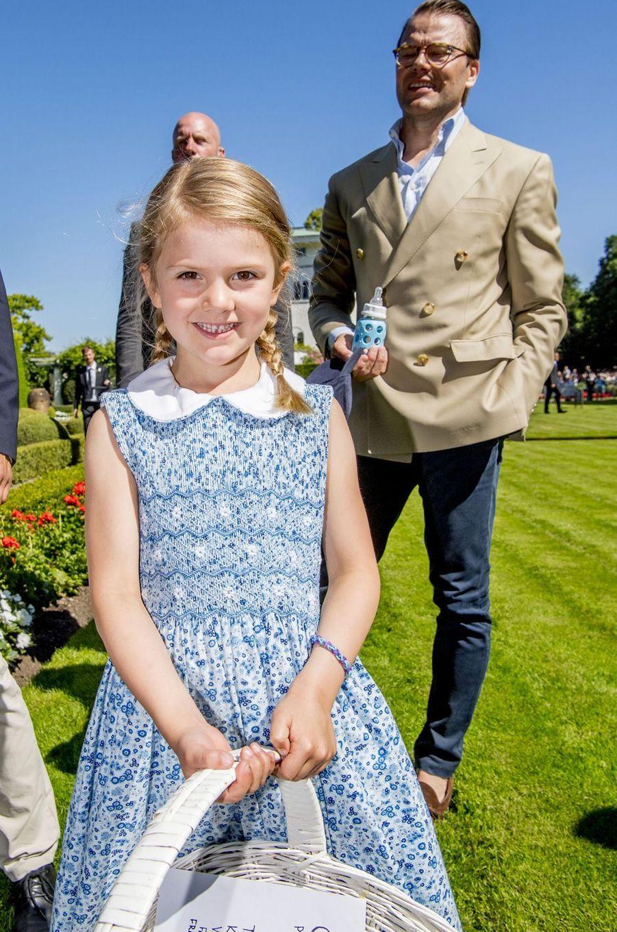 La princesse Estelle de Suède sur l'île d'Öland, le 15 juillet 2017.