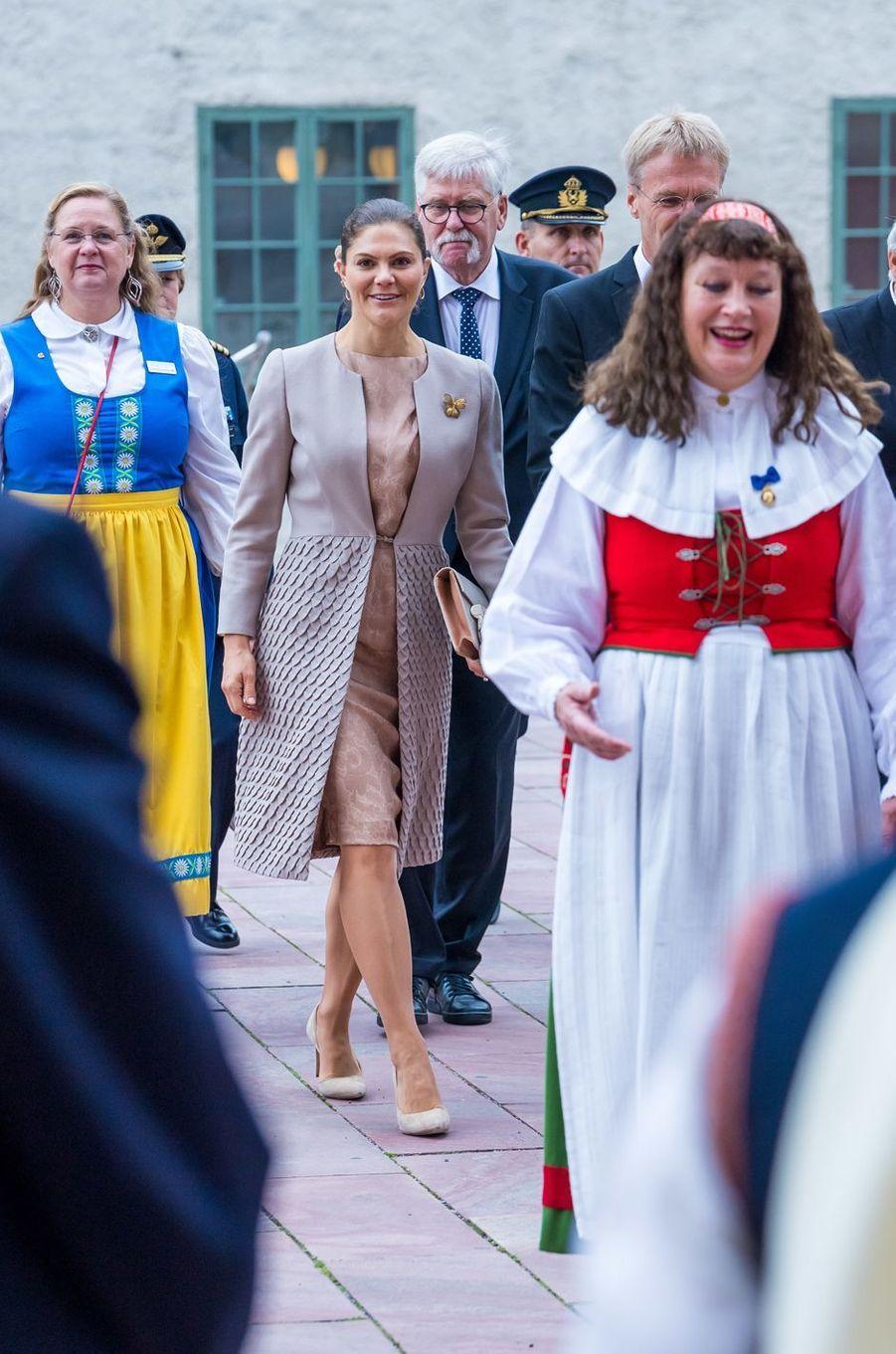 La princesse Victoria de Suède dans un look de Fadi el Khoury à Uppsala, le 2 octobre 2018