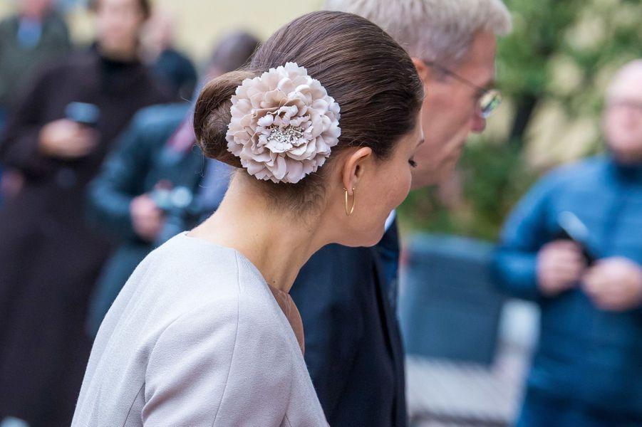La coiffure de la princesse Victoria de Suède à Uppsala, le 2 octobre 2018