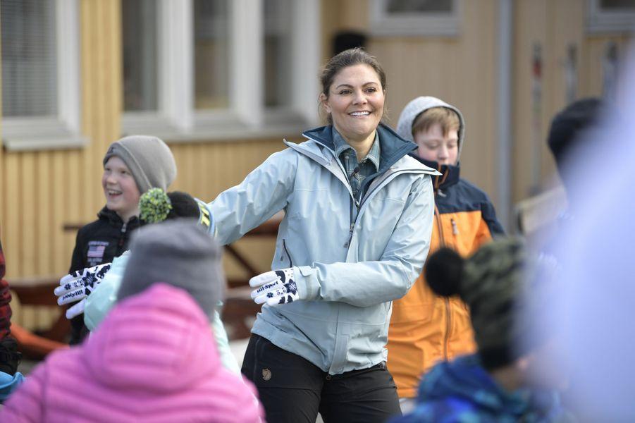 La princesse Victoria de Suède dans une séance de Floss dance à Vemdalen dans le Härjedalen, le 29 mars 2019