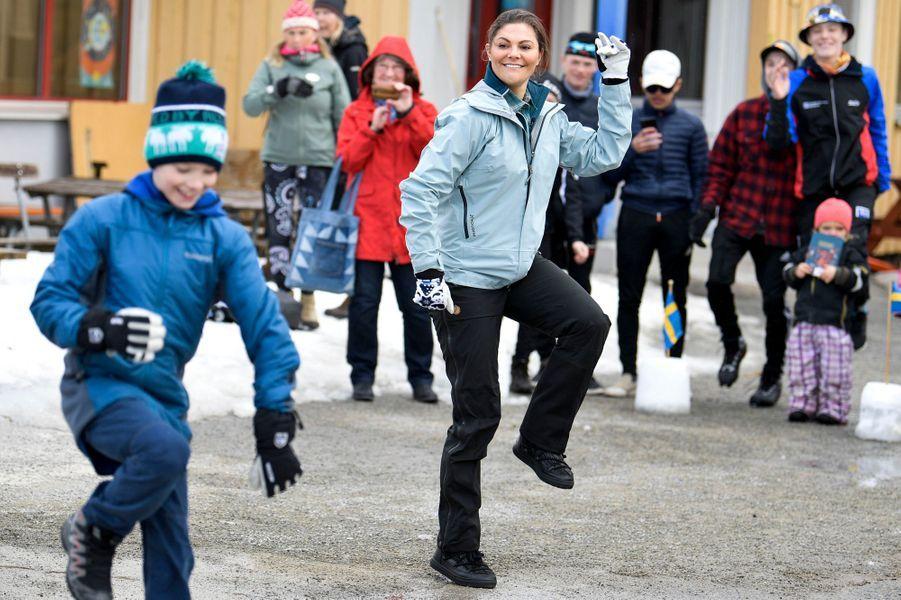 La princesse Victoria de Suède dans une école à Vemdalen dans le Härjedalen, le 29 mars 2019